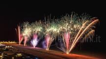Naso all'insù per i fuochi d'artificio o di corsa per la Strarimini, sarà un week end col botto