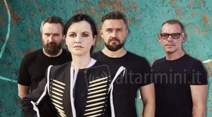 Cranberries, il tour è annullato: Dolores O'Riordan sta male