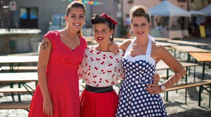 Ragazze in look vintage per Welcome to the 50's a Talamello (foto R.Serra)