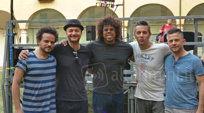 Jake Clemons (al centro) con i Miami and the Groovers