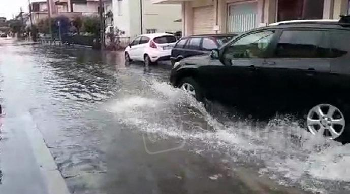 VIDEO: violento temporale nel riminese, strade come fiumi in piena
